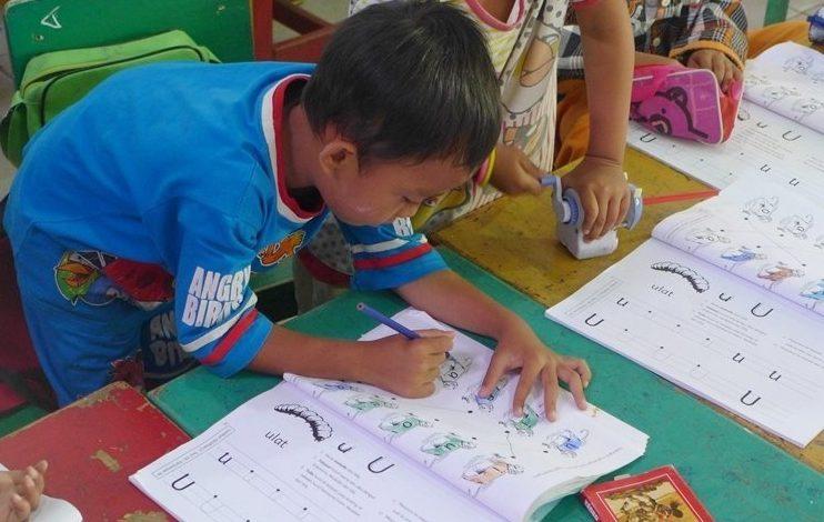 Beli buku cerita untuk mengajar anak membaca 8